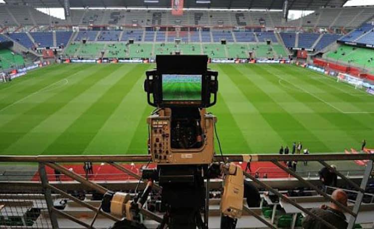 Lega: club di Serie A divisi in due blocchi e riunioni separate