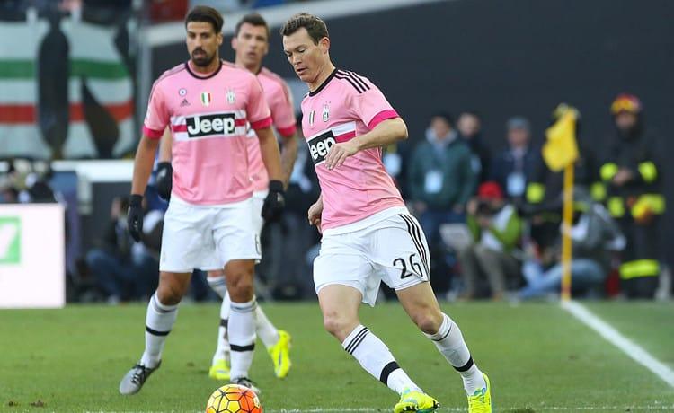Lichtsteiner rinnova con la Juventus, niente Inter