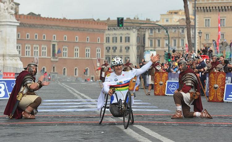 Immenso Zanardi conquista il terzo oro nel ciclismo