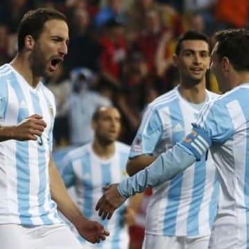 Argentina esultanza Higuain e Messi