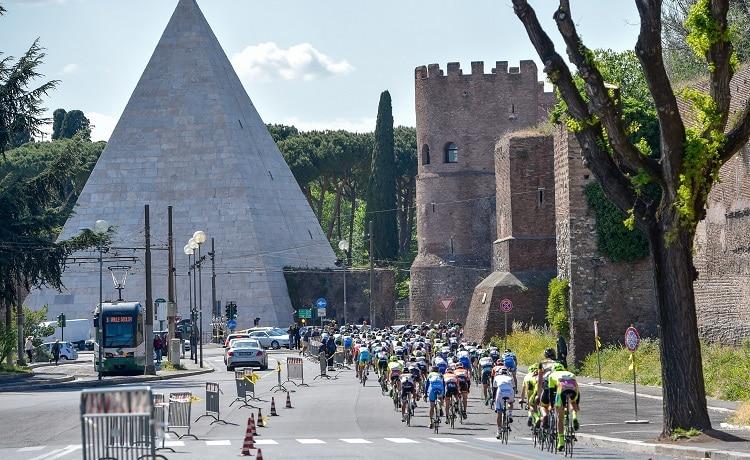 Coronavirus, allerta per Milano-Sanremo e Giro