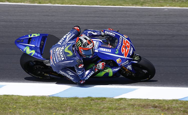 Moto, Rossi cade all'ultimo giro