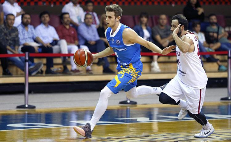 Basket Champions. L'Orlandina lotta per metà gara, poi cede all'esperienza del Neptunas
