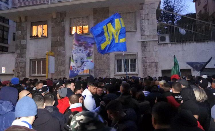 Fotonotizia - Lazio, troppi torti arbitrali: i tifosi protestano in FIGC