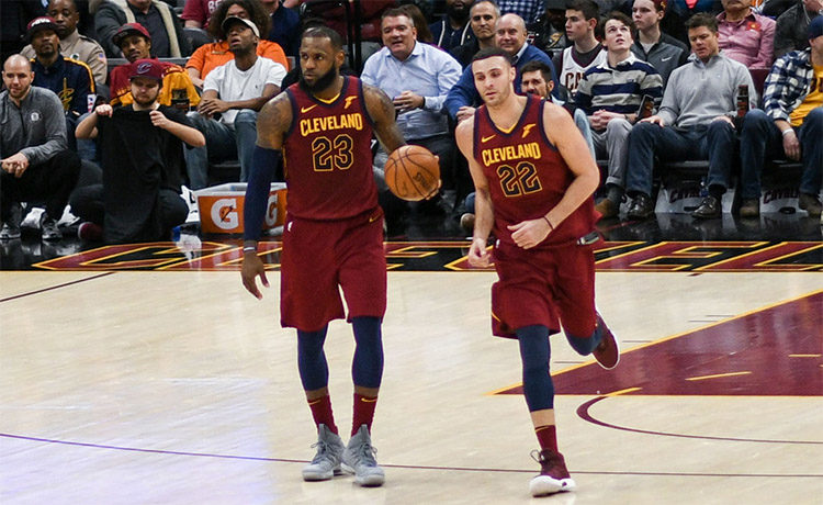 LeBron James e Larry Nance Jr