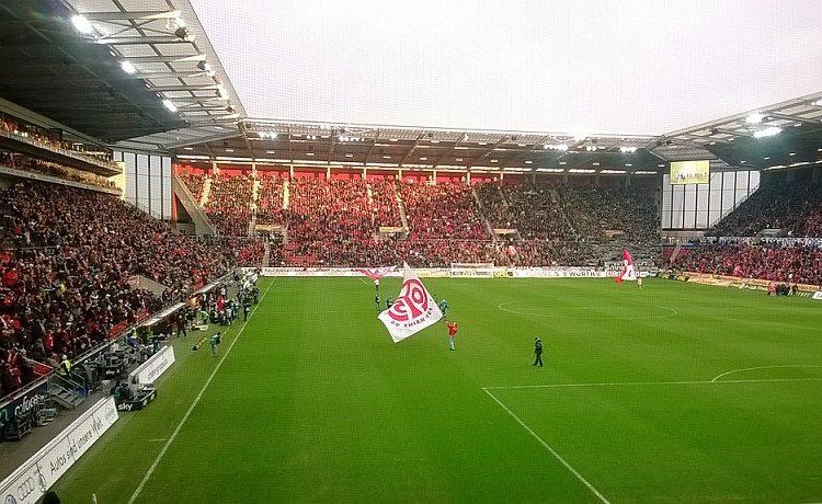 Bundesliga, in Mainz-Friburgo il VAR dà un rigore durante l'intervallo!