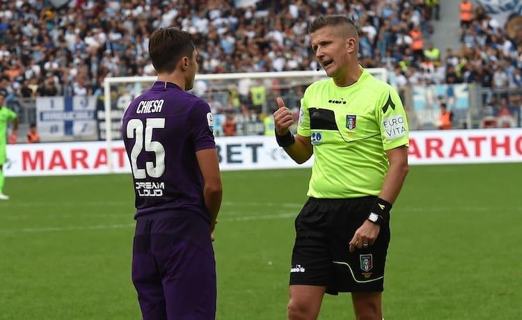 Federico Chiesa e l'arbitro Orsato