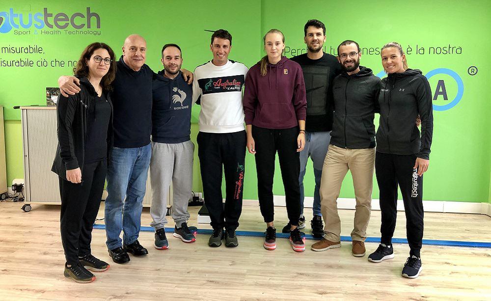 Elena Rybakina con i team Antico Tiro a Volo e Motustech