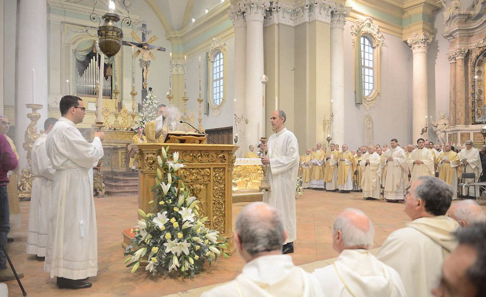 Coronavirus, l'appello di Papa Francesco: siate generosi