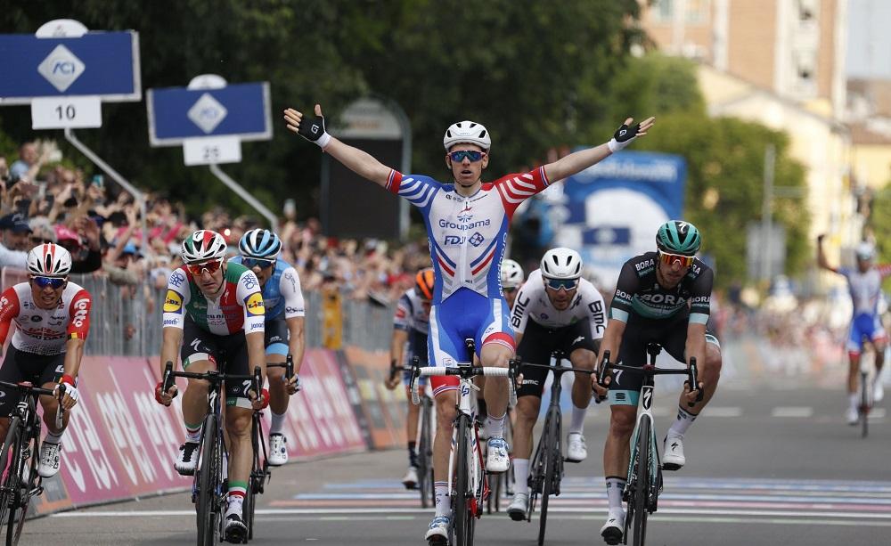 Milano-Torino 2020, Demare vince a Stupinigi davanti a Ewan e Van Aert