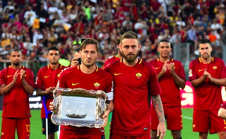 Capitano Totti saluta la Roma